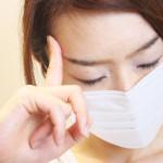 こめかみ頭痛の原因は奥歯?花粉症?【生理前にも起こる】