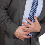 食後にくるキリキリした腹痛で軟便気味の原因とは?【冷や汗も】