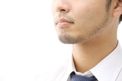 顎髭がは生えている男性